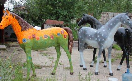 олененок для сада лошадь для